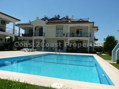 Large 3 bedroom duplex apartment coming fully furnished on a great small complex only 10 minutes from the beach. Shared pool.