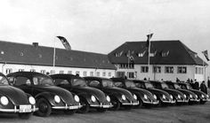Op 21 februari 1939 maken buitenlandse journalisten een ritje met een Volkswagen over de nieuw aangelegde Autobahn in de omgeving van Maagdenburg.