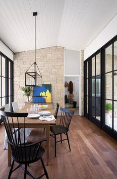 Image from http://www.homebunch.com/wp-content/uploads/2016/01/Black-Steel-and-Glass-Windows-and-Doors.-Modern-Farmhouse-with-Black-Steel-Windows-and-Doors.-BlackSteelGlassWindows-BlackSteelGlassDoors-Tim-Cuppett-Architects.-.jpg.