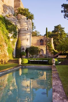 Eagles nest garden in Luberon - this is such a stunning setting for a swimming pool. I would like to see more paving around it rather than grass but otherwise it's perfect. Beautiful Pools, Beautiful Places, Places To Travel, Places To Go, South Of France, Cool Pools, Travel Aesthetic, Pool Designs, Water Features