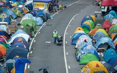 Hong Kong protests: Occupy Central leaders surrender to police to ...