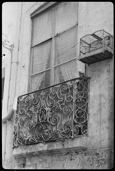 Balcon en fer forgé Description : Edifice : Immeuble, rue Joubert Auteur : Bovis Marcel (1904-1997)