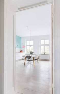 A fantastic Berlin home It's Friday, yaaaay! To polish off an inspiring week of home tours I thought I'd share this extremely fabulous home in Berlin with you. Found via the... Uncategorized