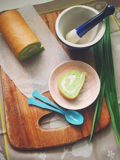 Pandan swiss roll with gula melaka chantilly cream – Jo the tart queen Swiss Roll Cakes, Swiss Cake, Pandan Cake, Matcha Cake, Ondeh Ondeh Cake Recipe, Brownie Muffin Recipe, Bolu Cake, Cake Roll Recipes, Chantilly Cream