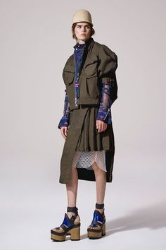 See the complete Sacai Resort 2017 collection.