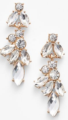 A great accessory to have for the whole bridal look! I love how it is gold plated!