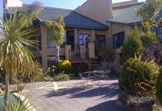 This is a comfortable guest house with a charming rustic style, situated right on the banks of the Vaal River in Christiana. Rustic Style, Fishing, Fun, House, Home, Homes, Rustic Fashion, Peaches, Pisces