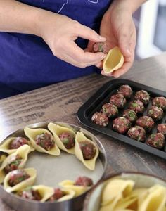 Yogurt is the clever ingredient par excellence. Its freshness and tangy taste give liveliness to sauces. This conchiglioni recipe is to be tested urgently. To sublimate your conchiglioni, yoghurt is t Conchiglioni Recipe, Healthy Dinner Recipes, Appetizer Recipes, Meat Appetizers, Dessert Recipes, Meat Recipes, Cooking Recipes, Cooking Food, Pasta Recipes