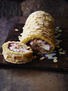 Raspberry Roulade Recipe With our raspberry bakewell roulade we've combined two desserts into one. This indulgent pud will satisfy even the greediest of guests Baking Recipes, Cake Recipes, Dessert Recipes, Frosting Recipes, Raspberry Roulade, Chocolate Roulade, Lindt Chocolate, Chocolate Crinkles, Chocolate Drizzle
