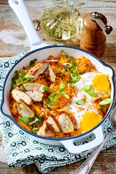Hähnchenpfanne mit Spiegeleiern Chicken pan with fried eggs - family dinner from a pan! Healthy Breakfast Recipes, Healthy Recipes, New Recipes, Cooking Recipes, Chicken Salad Recipes, Food Inspiration, Lunch, Meals, Dinner