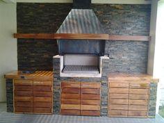 PERGOLAS Y QUINCHOS: quinchos Outdoor Kitchen Grill, Outdoor Barbeque, Backyard Kitchen, Outdoor Kitchen Design, Backyard Patio, Built In Braai, Outdoor Patio Designs, Patio Lighting, Small Bbq