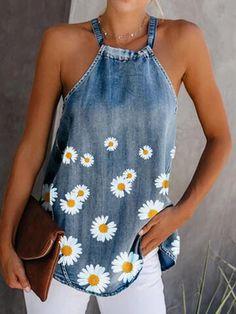 Printed Denim, Printed Tank Tops, Denim Fashion, Look Fashion, Umgestaltete Shirts, Long Shirts, Denim Flowers, Denim Blouse, Denim Top