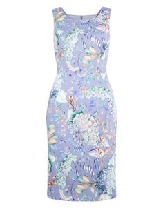 Elegant and ultra-feminine, our Hilary floral-print pencil dress is immaculately crafted with a flattering high scooped neckline, wide shoulder straps and a defined waist. This exquisite piece is cut for a close yet flexible fit, and fully lined for total comfort. Model wears UK 8/UK S/EU 36/US 4. Model height is 175 cm/5'9.