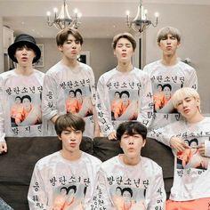 This is a Community where everyone can express their love for the Kpop group BTS Foto Bts, Bts Photo, Bts Boys, Bts Bangtan Boy, Bts Jimin, Suga Suga, Bts Lockscreen, Video X, Foto E Video