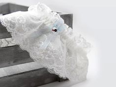 Liga para novia de encaje y detalle azul