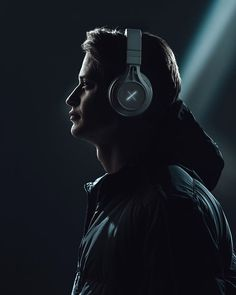 Kygo is having a hgue week in news as he just got announced to play UMF Miami AND he just released his own line of headphones. Dj Music, Good Music, Kygo Wallpaper, Festival Miami, Dj Logo, New Headphones, Raver Girl, Best Dj, Movies