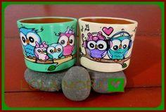 """""""El arte es, sobre todo, un estado del alma"""". Flower Pot Art, Flower Pot Crafts, Clay Pot Crafts, Decorated Flower Pots, Painted Flower Pots, Painted Jars, Painted Rocks, Coconut Shell Crafts, Small Sculptures"""