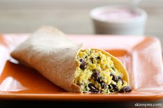 Southwestern Protein Breakfast Burrito - 17 grams of lean quality protein makes this breakfast a perfect pre-workout food. #breakfastrecipes #recipes
