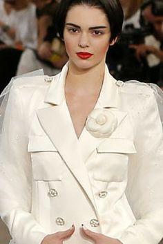 Królowa Instagrama i kajzer mody. Kendall Jenner zamyka pokaz Lagerfelda. http://www.tvn24.pl/kultura-styl,8/krolowa-instagrama-i-kajzer-mody-kendall-jenner-zamyka-pokaz-chanel,558169.html