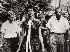 1957. Dorothy Counts, se convierte en la primera alumna de color del Instituto Harry Harding.