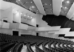 The fan-shaped concert hall. Photo: Alvar Aalto Museum / Martti Kapanen.