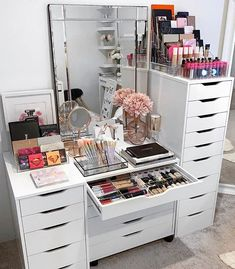 Tag someone who woul Makeup Room Decor, Makeup Rooms, Makeup Desk, Makeup Drawer, Diy Makeup, Beauty Makeup, Room Ideas Bedroom, Diy Bedroom Decor, Home Decor