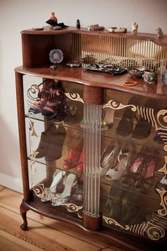 42 Lovely Shoe Storage And Organization Ideas Shoe Storage Display, Purse Storage, Display Case, Closet Vanity, Sweet Home, Armoire, Dressing Room Design, Room Closet, Closet Space