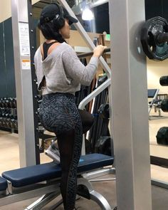 """Jessica Arevalo on Instagram: """"One of my all time favorite BOOTY exercises! - Smith machine weighted step ups is probably the most brutal BOOTY exercise of them…"""""""
