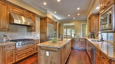 5387 Eagle Park Ct - Kitchen