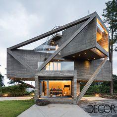 Simple House é o resultado de múltiplos volumes de concreto que oferecem aos residentes vários pontos de observação para o ambiente natural que cerca a construção.