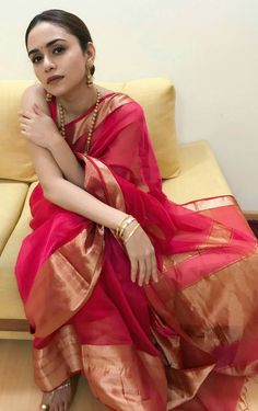 New Wedding Guest Dresses Red 48 Ideas Trendy Sarees, Stylish Sarees, Traditional Fashion, Traditional Outfits, Traditional Wedding, Indian Attire, Indian Ethnic Wear, Indian Wedding Outfits, Indian Outfits