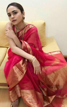 New Wedding Guest Dresses Red 48 Ideas Trendy Sarees, Stylish Sarees, Indian Attire, Indian Ethnic Wear, Indian Wedding Outfits, Indian Outfits, Indian Silk Sarees, Kerala Saree, Modern Saree