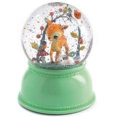 NachtlampjeHert Sneeuwbol  Hertnachtlampje van DJECO. Zo'n magische schudbol, die je vroeger zelf ook vaak verzamelde is nu door DJECO gecombineerd tot nachtlampje. Het lampje veran...