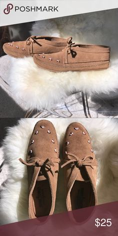 3da925a4fbd81c Minnetonka Beaded Shoes Super cute little boho shoes in excellent  condition. Worn once. Excellent used condition. Minnetonka Shoes Moccasins