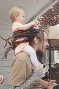 Look At This Photo Of A Dad Using His Dreadlocks To Hold His Kid And Tell Me Your Ovaries Haven't Exploded