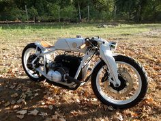 LIDOBIKE BMW white bitch by auglid custom cafe racer bobber Custom Bmw, Custom Cafe Racer, 3 Bmw, Style Retro, Bobber, Vehicles, Motorcycles, Car, Motorbikes