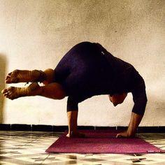 #ParsvaBakasana. The last one before I come back to Paris. It's much more easier to take photos here, so… #justlivebarefoot #barefootlife #barefootlifestyle #freedom #innerpeace #om #motherearth #freespirit #yogaeveryday #yogi #yoga #barefoot #provence #pertuis #saintmartindelabrasque #yogaeverydamnday #namaste #ॐ #dirtyyogafeet #barefootliving #yogafeet #hippies #mothernature #freeyourmind #freeyourfeet #france (à Saint-Martin-de-la-Brasque)