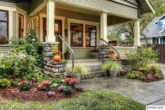Small House Charm: A Craftsman Bungalow in Oregon Small Craftsman Bungalow in Oregon Bungalow Landscaping, Bungalow Porch, Craftsman Style Bungalow, Bungalow Homes, Craftsman Bungalows, Bungalow Interiors, Yard Landscaping, Craftsman Porch, Craftsman Exterior
