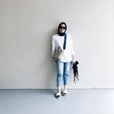 "Ayudia C di Instagram ""🖤 #whattowear #today"" Modern Hijab Fashion, Street Hijab Fashion, Hijab Fashion Inspiration, Muslim Fashion, Islamic Fashion, Hijab Jeans, Ootd Hijab, Hijab Chic, Casual Hijab Outfit"