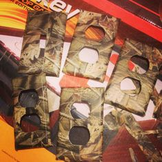 """Camo light switch and outlet covers for my boys """"hunting"""" room. #DIY #CraftyMomma"""