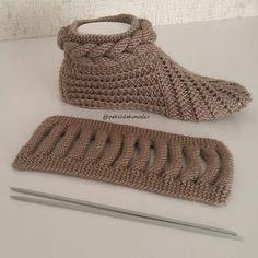 Best 12 Free Knitting Pattern for Easy Desert Boots Slippe Diy Crafts Knitting, Loom Knitting, Knitting Socks, Free Knitting, Crochet Projects, Crochet Ripple, Diy Crochet, Baby Knitting Patterns, Crochet Patterns