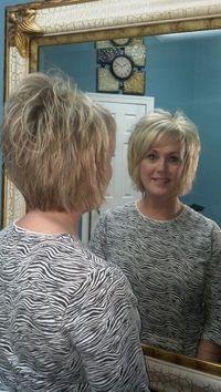 New hair cuts short thin stacked bobs Ideas Short Hair With Layers, Short Hair Cuts, Razor Cut Hair, Medium Hair Styles, Curly Hair Styles, Short Layered Haircuts, Short Bobs, Fru Fru, Hair Affair