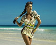 """Daria Werbowy for H&M Ad Campaign 2009. . .  Daria is a Ukrainian Canadian model. She is perhaps best known as a spokesperson for the French beauty brand Lancôme. Born November 19, 1983, Kraków, Poland. Height: 5' 11"""""""