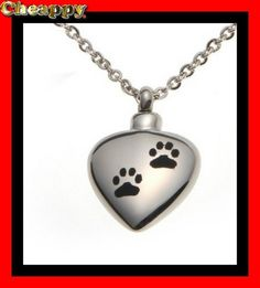 Dit mooie As-medaillon is speciaal voor huisdieren met als opdruk een poot