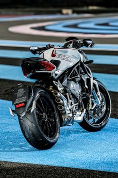 MV Agusta Brutale 800 Dragster - pictures do no justice to this machine.sex on…