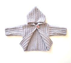 Abrigo de bebé, hecho a mano, con capucha, color gris claro, suave y agradable al tacto. Temporada de otoño e invierno. Regalo recién nacido by Puntoapuntobebeymas on Etsy