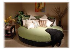 http://www.giwamaterassi.it/letti-rotondi-C333.html I letti rotondi donano un tocco di romanticismo alla vostra camera da letto. La loro forma circolare, la peculiarità e comodità di essere girevoli, li hanno assurti a nuova moda del momento. I letti tondi affascinano, conquistano, ed ora Giwa Materassi li mette in vendita on line in esclusiva per voi, permettendovi di creare un nido da perfetti innamorati.