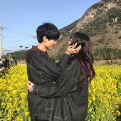 """Find and save images from the """"♡Ulzzang couples♡"""" collection by ♡ 유수라 ♡ on We Heart It, your everyday app to get lost in what you love."""