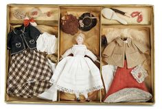 De Kleine Wereld Museum of Lier: 56 German Bisque Dollhouse Lady with Trousseau