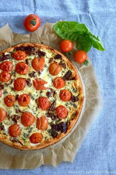 Tomaatti-fetapiirakka